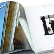 Σελίδες 4 & 5: Καλλιτεχνικός σχεδιασμός από τον Δημήτρη Μητσιάνη